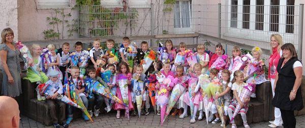 Eingeschult wurden 28 Kinder. Lerngruppenleiter sind Christiane Löbel-Gibasiewicz und Mandy Haas. Horterzieher sind Frau Betzold und Frau Franke.